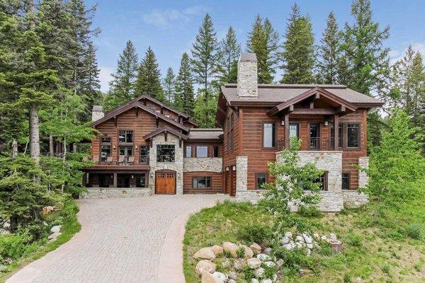 Grand-Welcome-Idaho-Velvet-Falls-Custom-Home-58-Parking_mini-601x400-f5be660.jpeg