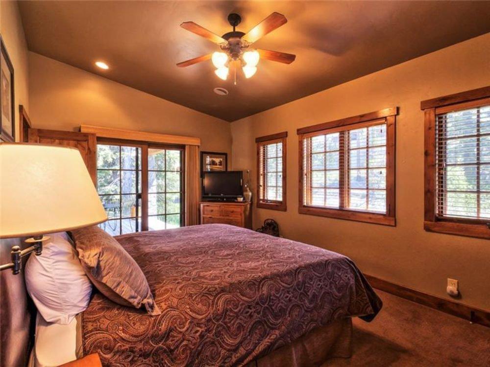 cottage_bedroom.jpg